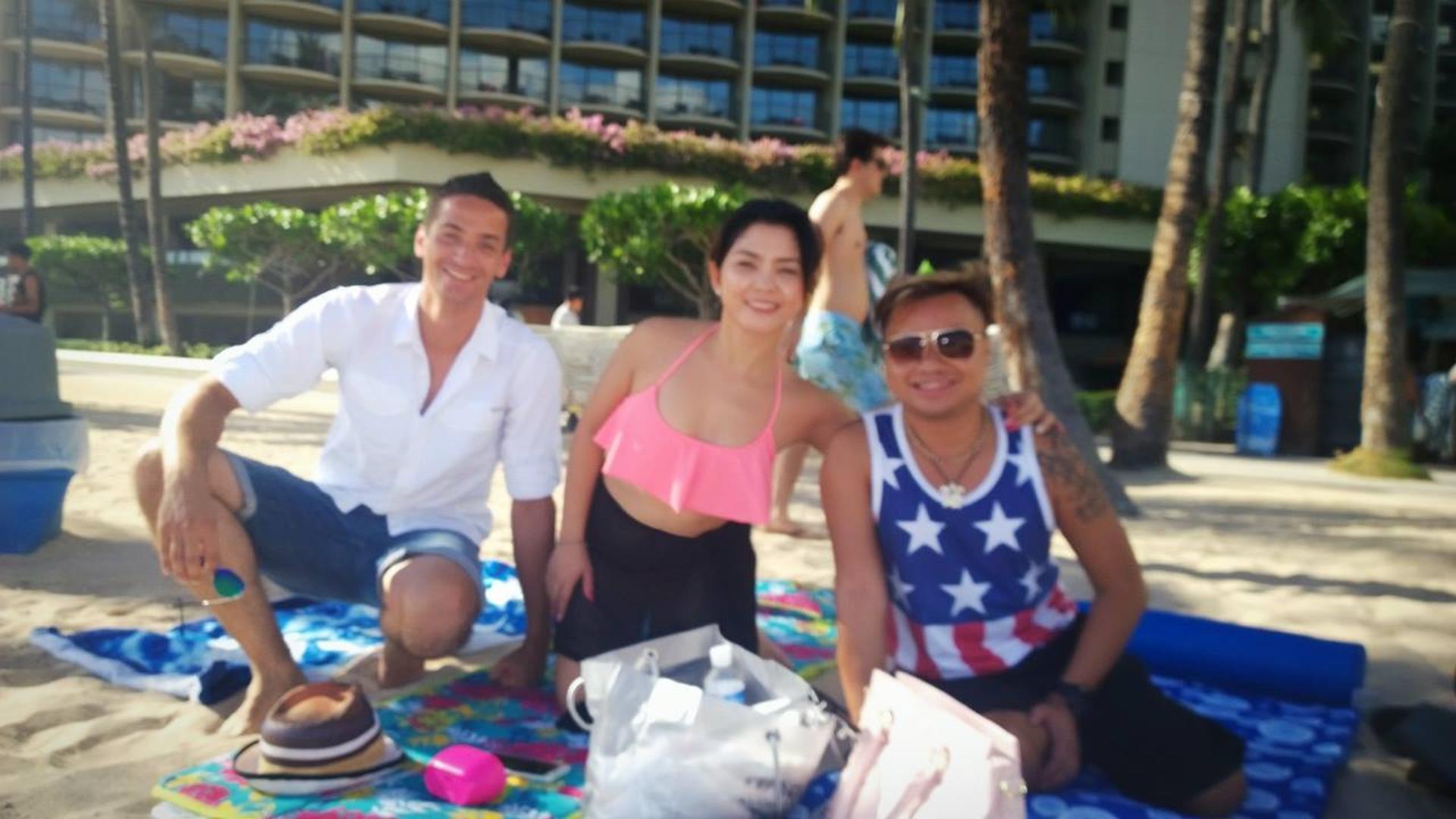 Kelly, Chay und ich am Waikiki Beach (nein, das Bild ist nicht unscharf! Es sind die Augen)