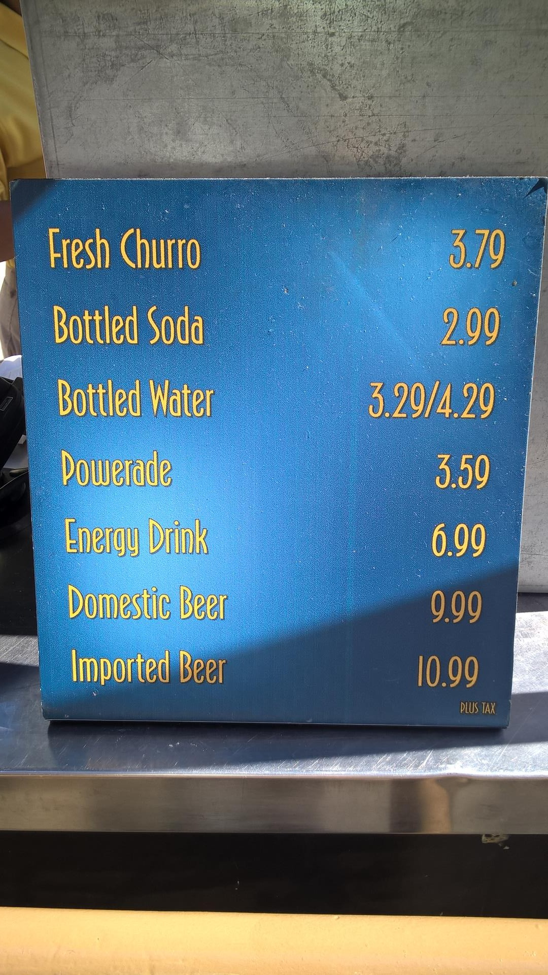 Ich wollte ein Wasser kaufen, aber mehr als 3$ für ein Wasser? Und warum ist Soda günstiger?