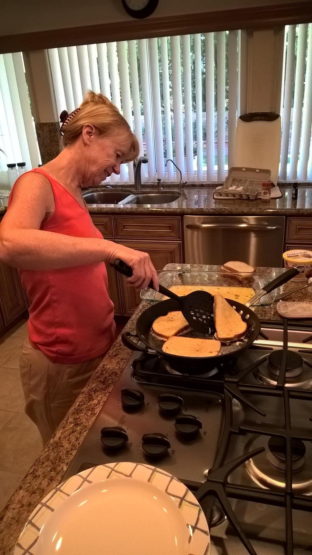 Nancy macht mir zum Frühstück French Toast