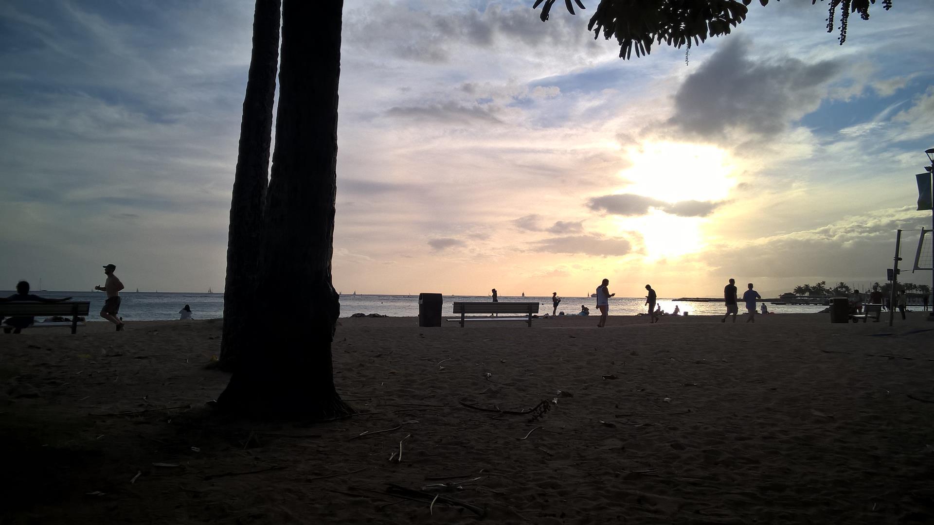 Gespielt bis die Sonne langsam am Waikiki Beach unterging