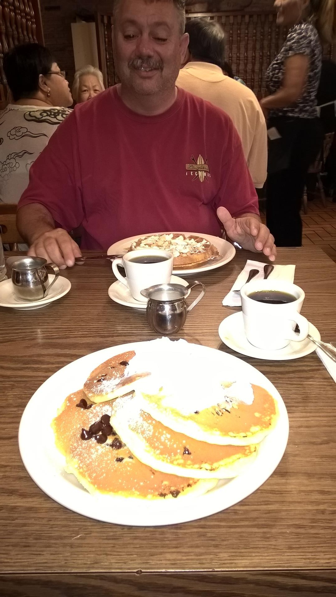 Frühstück mit Chocolate Chip Pancakes