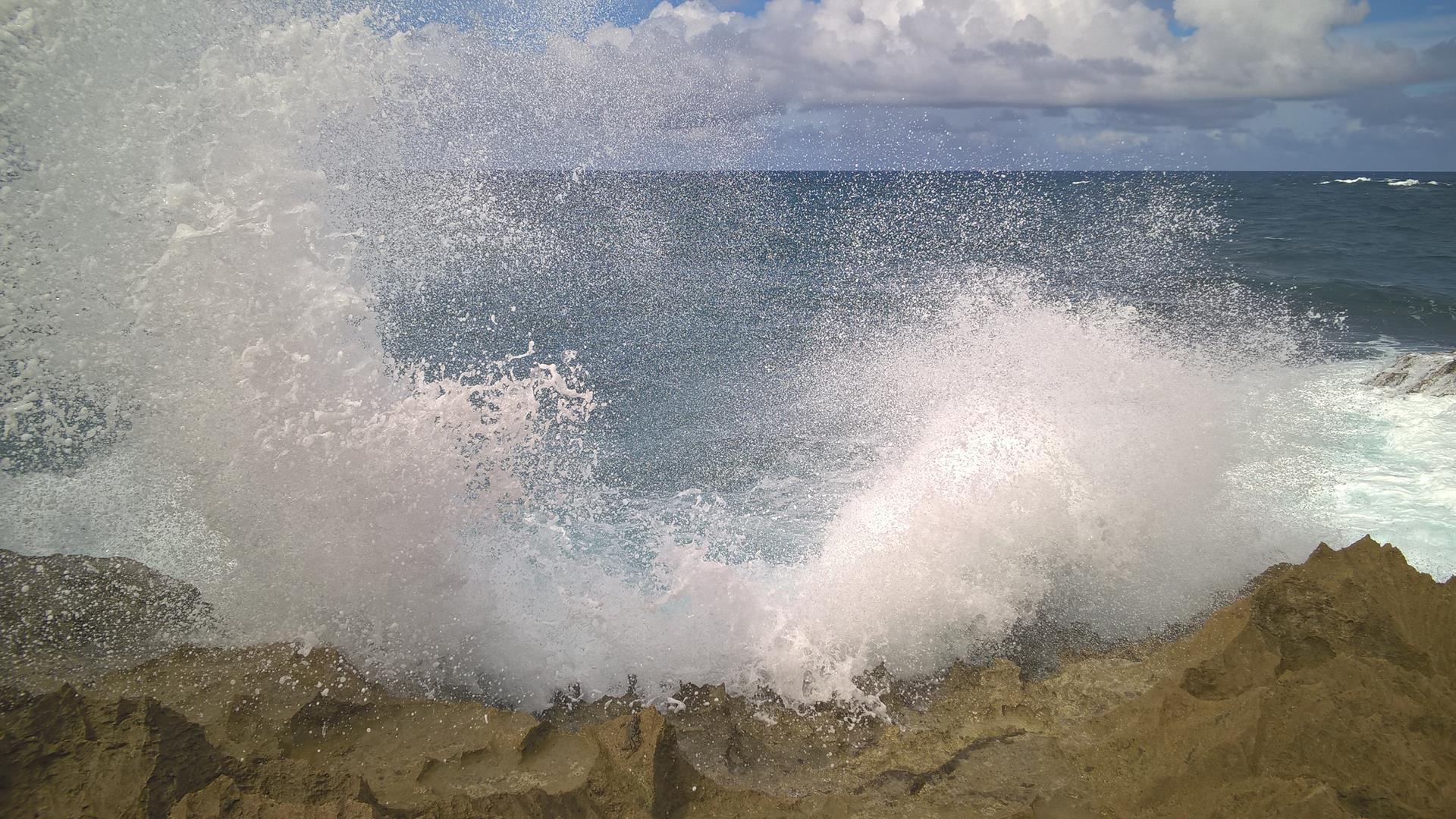 Das Meer hat ordentlich gegen die Küste geschlagen