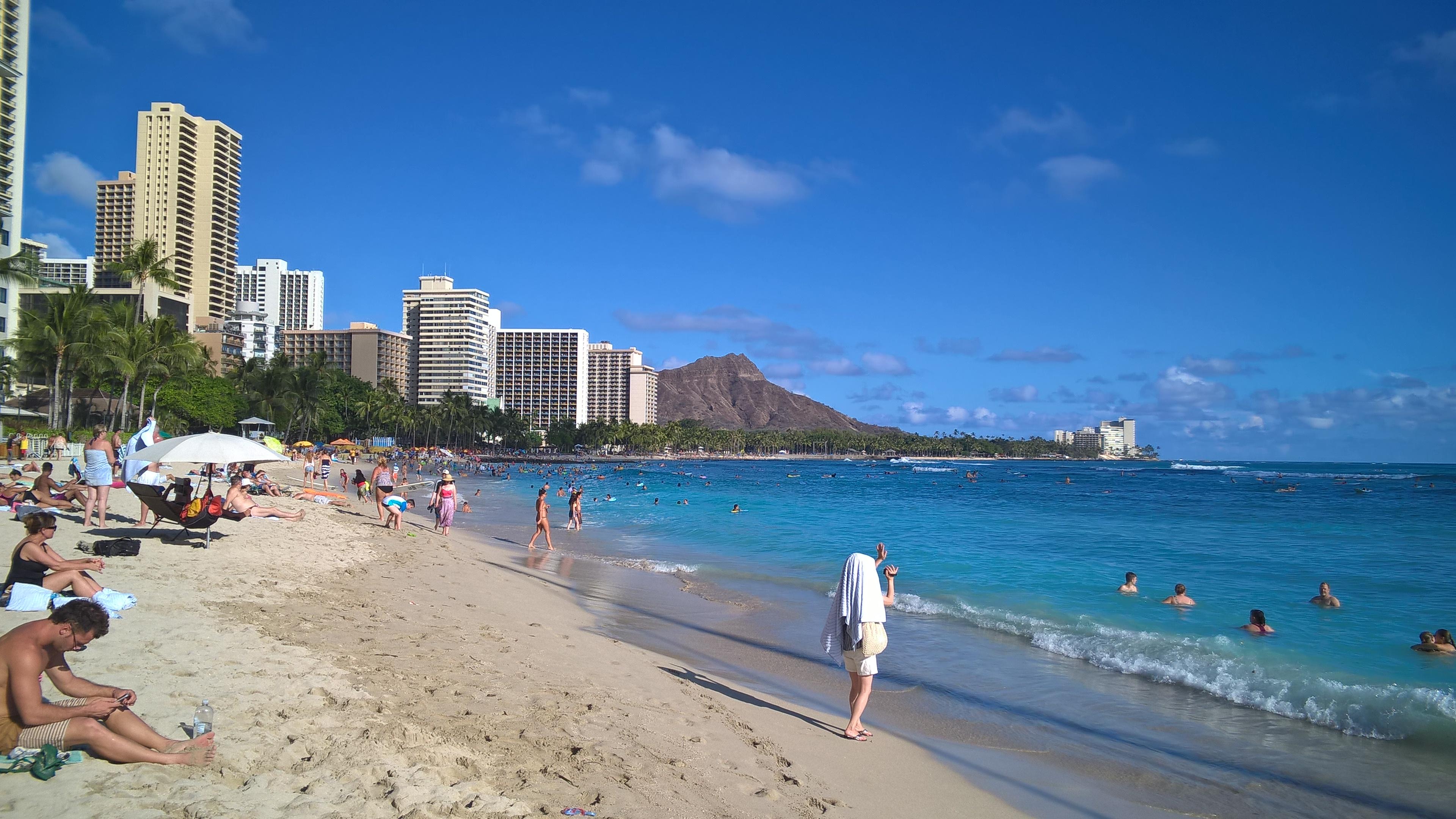 Wir waren am Waikiki Beach vom Mittag...