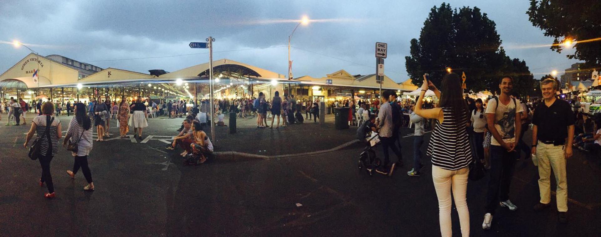 Vor dem Victoria Market