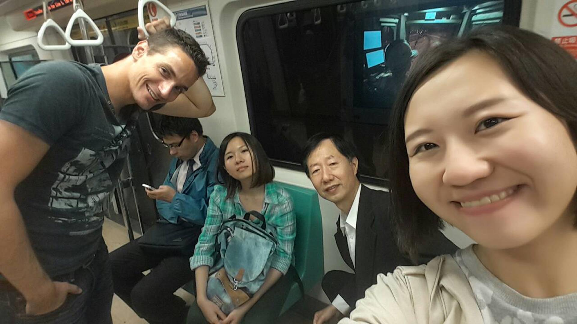 Mit der ganzen Familie in der U-Bahn