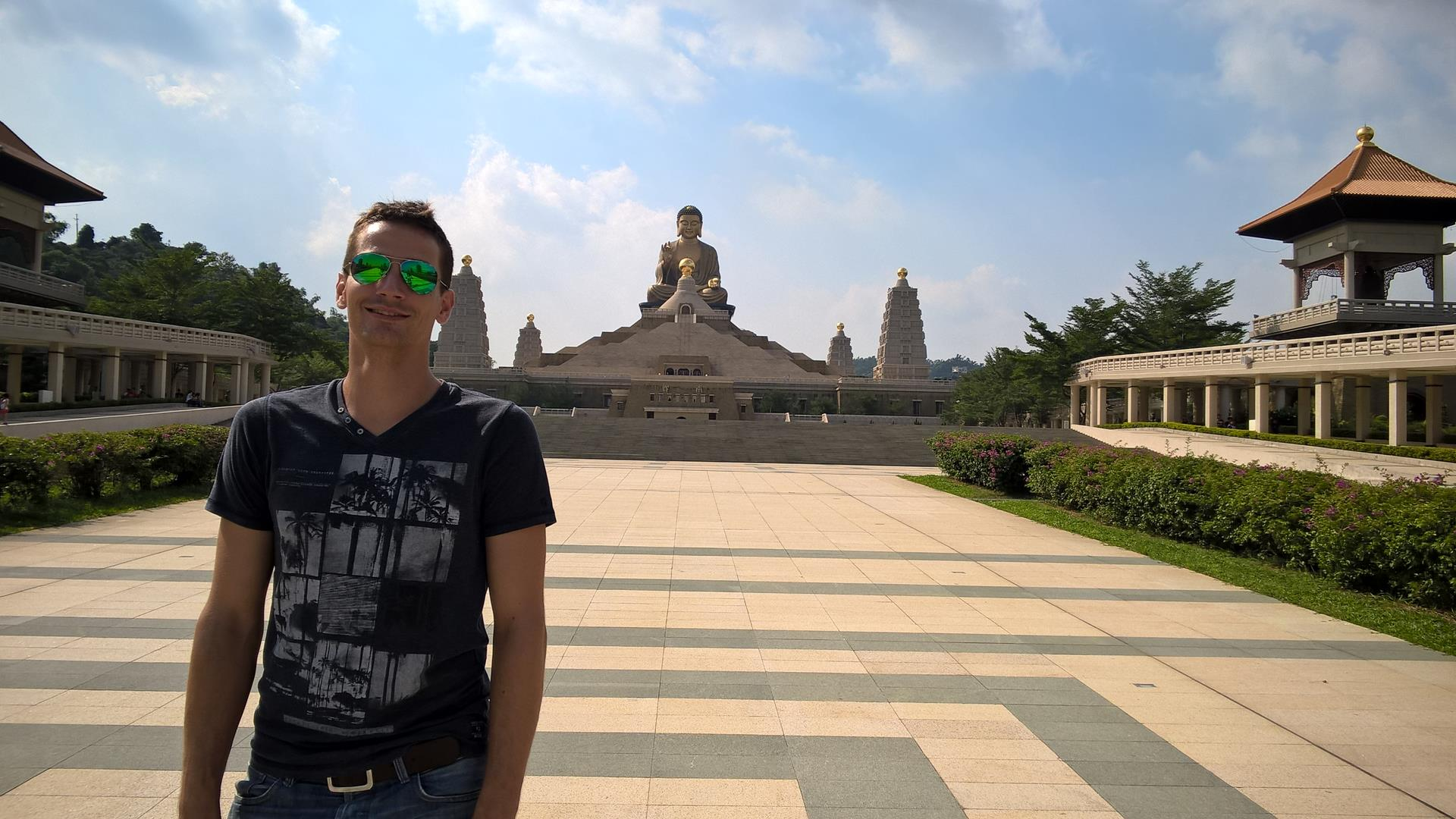 ... zum größten Buddha überhaupt.