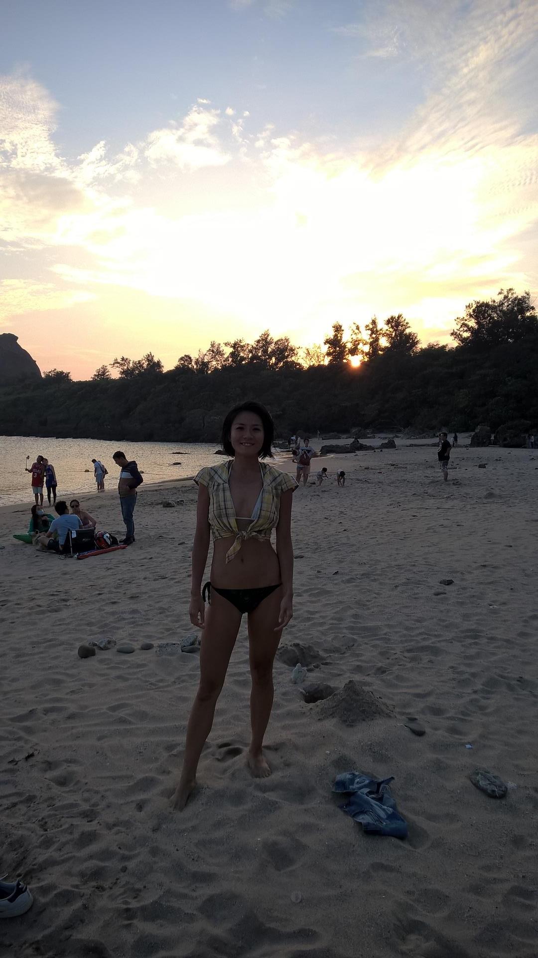 Serena beim Sonnenuntergang am Strand