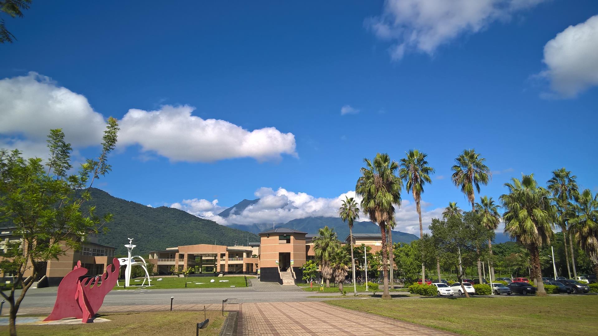 ... bietet einen schönen Blick auf die Berge