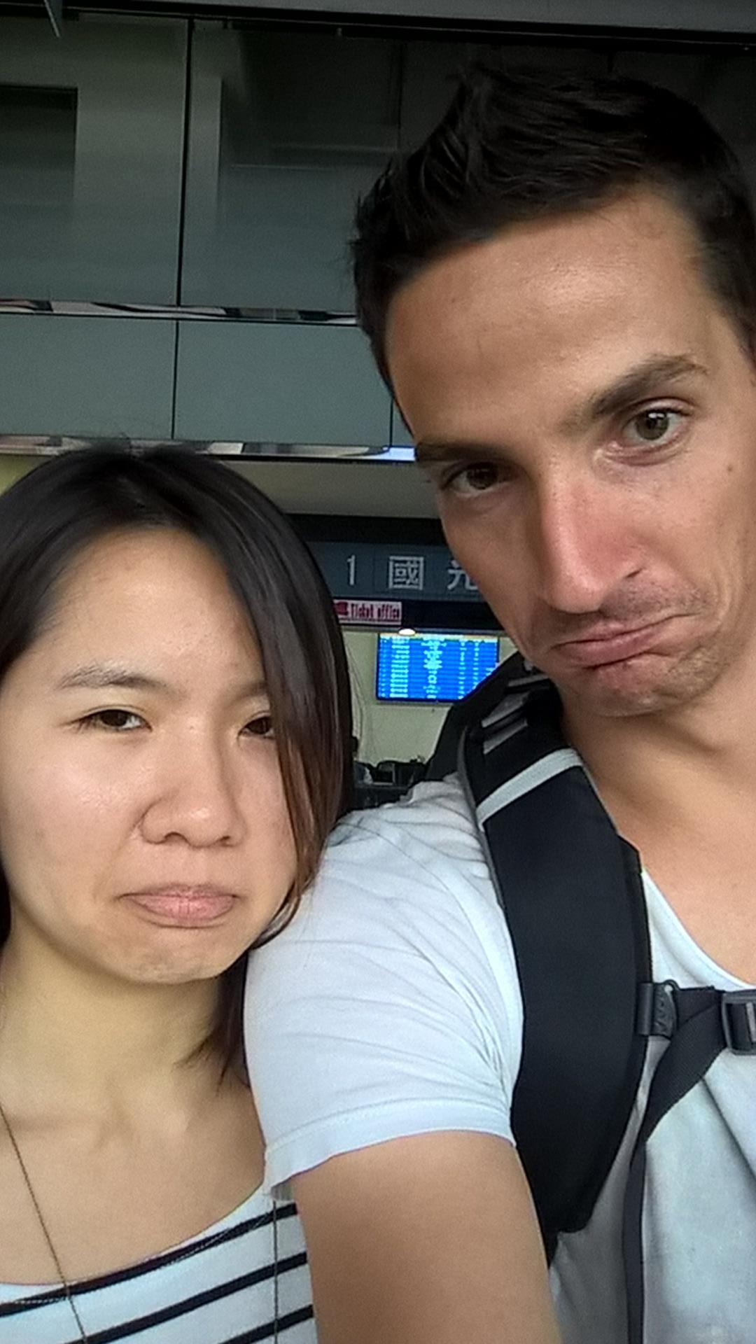 Xiao Rong und ich beim Abschied am Busbahnhof