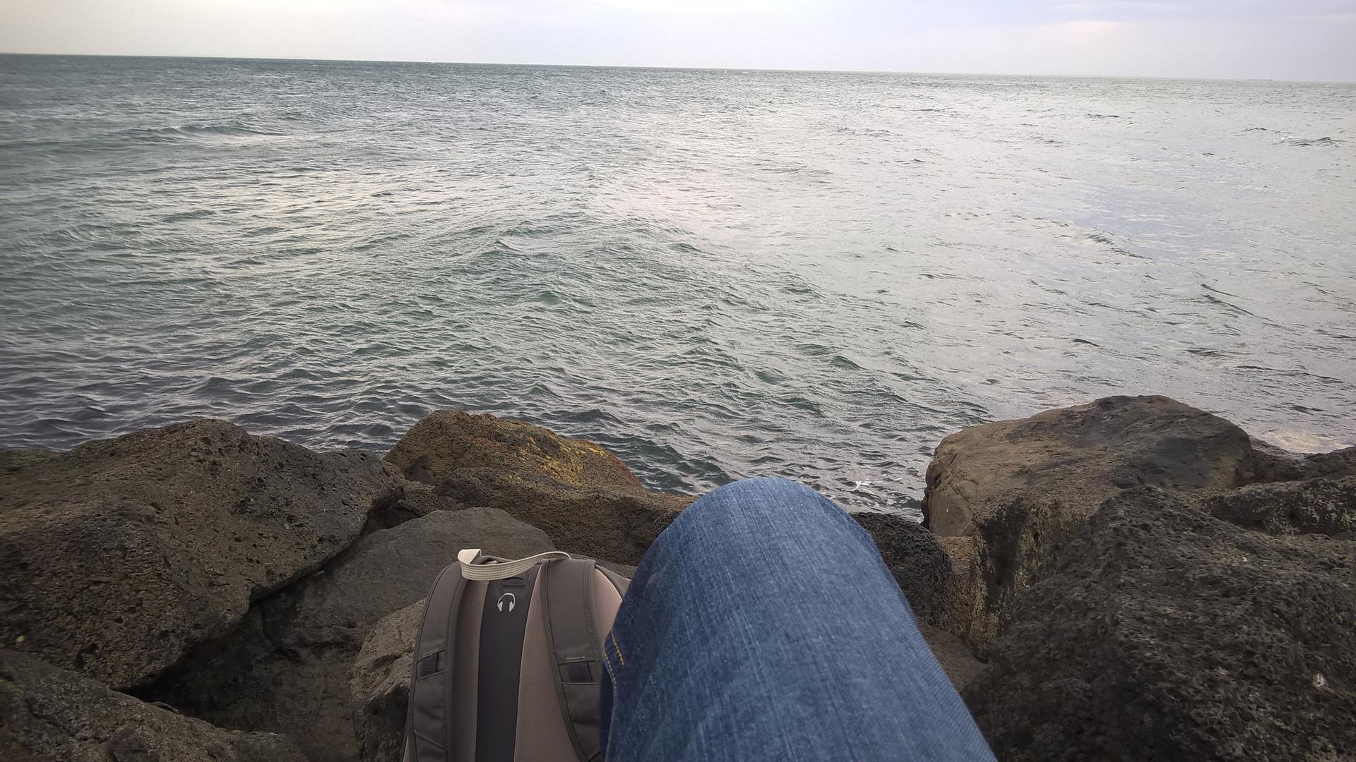 Wieder an der Küste die Wellen beobachten