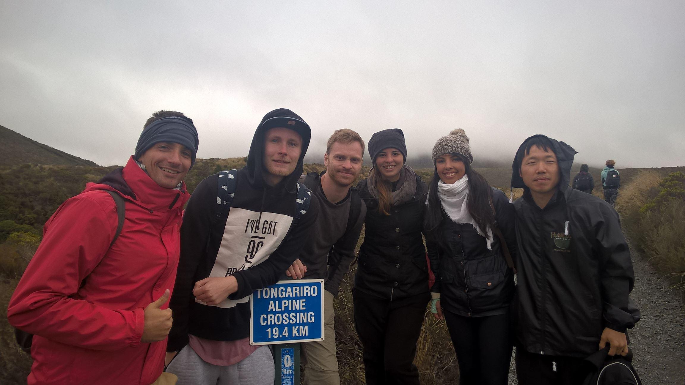 Tongariro Alpine Crossing beim Start: Das Wetter hätte schöner sein können