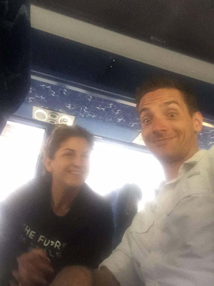 Spaß im Bus mit Samantha