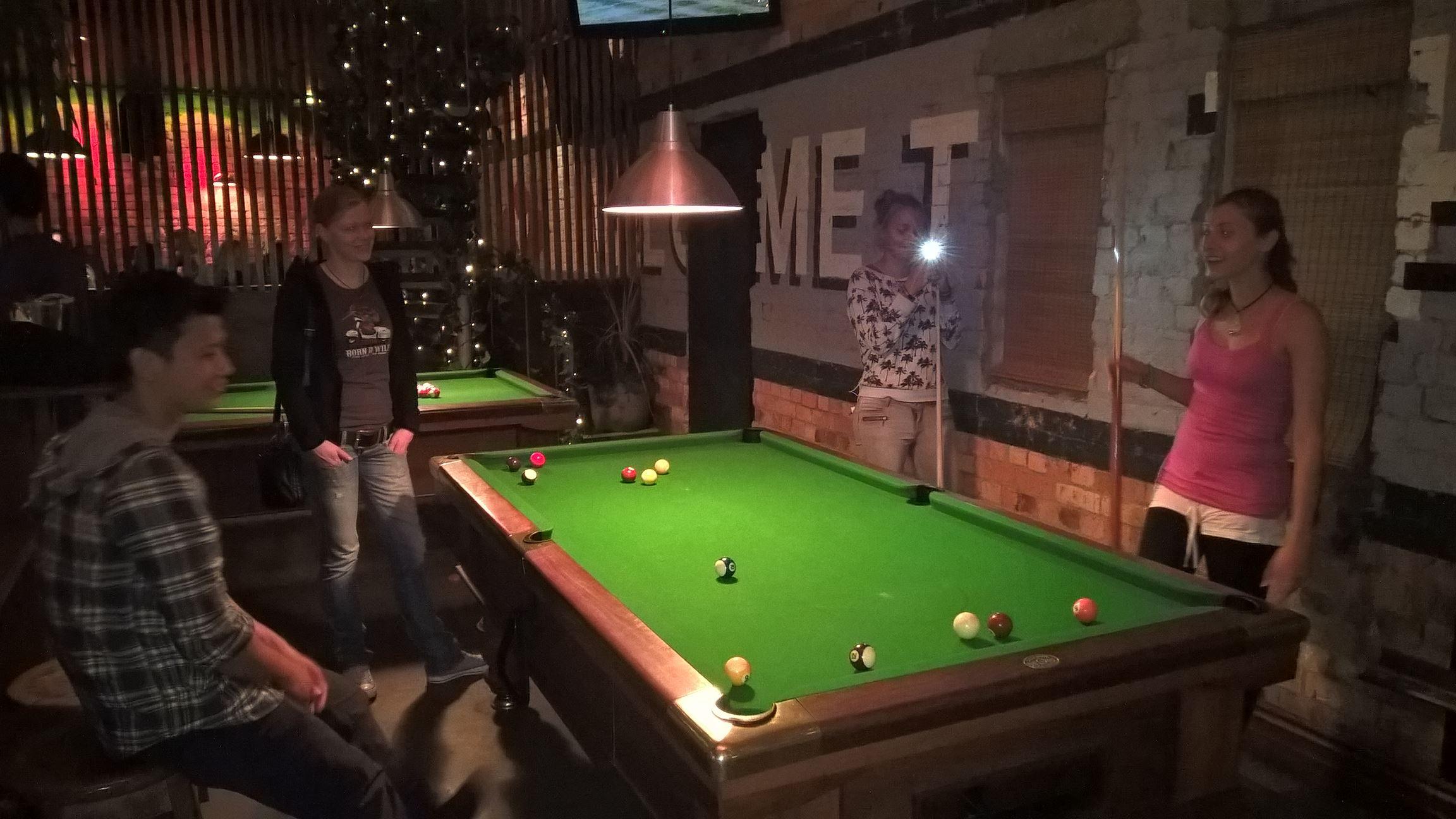 Abschied nehmen bei einer Runde Billiard