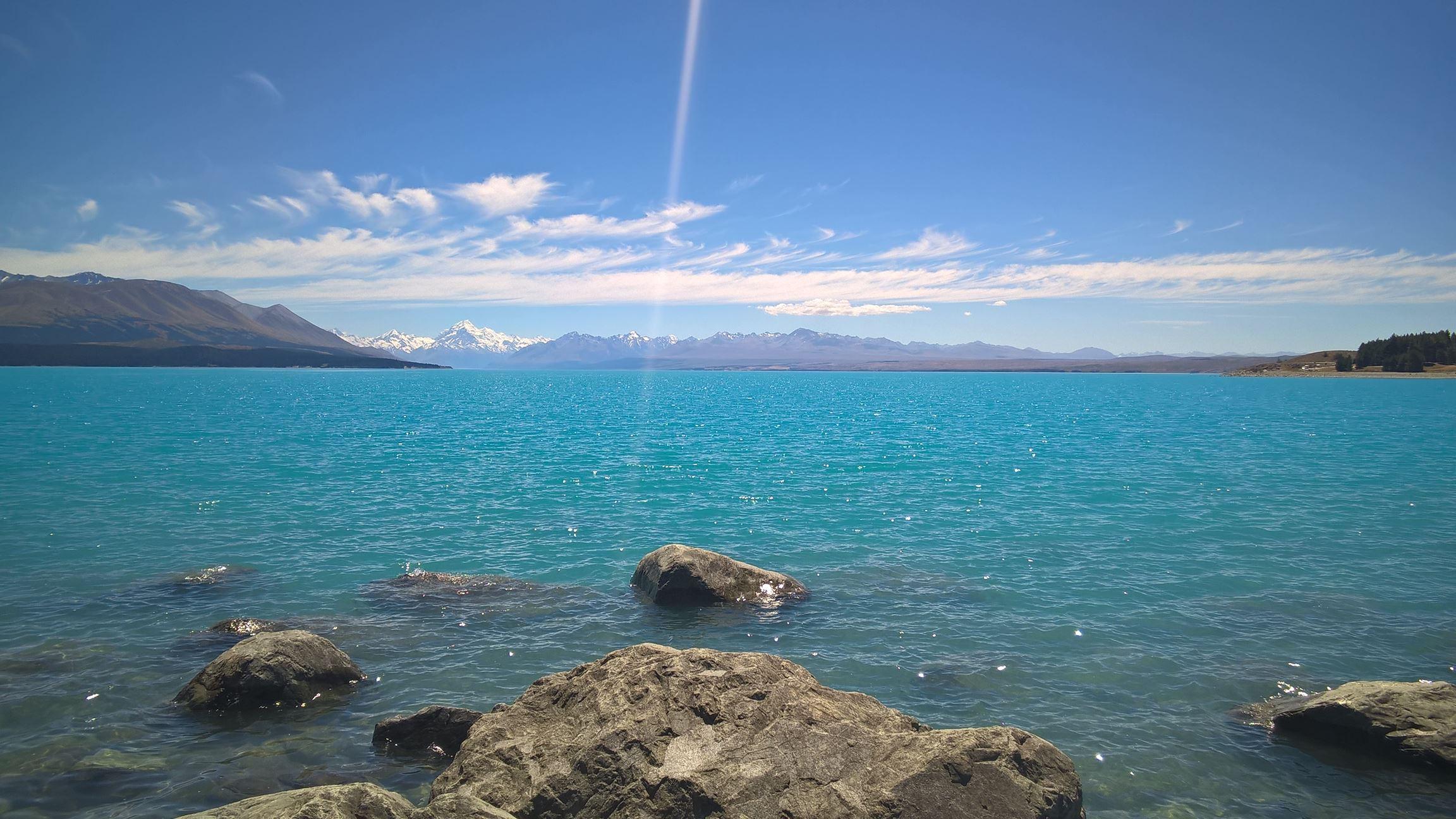 ... und das türkis-blaue Wasser des Sees