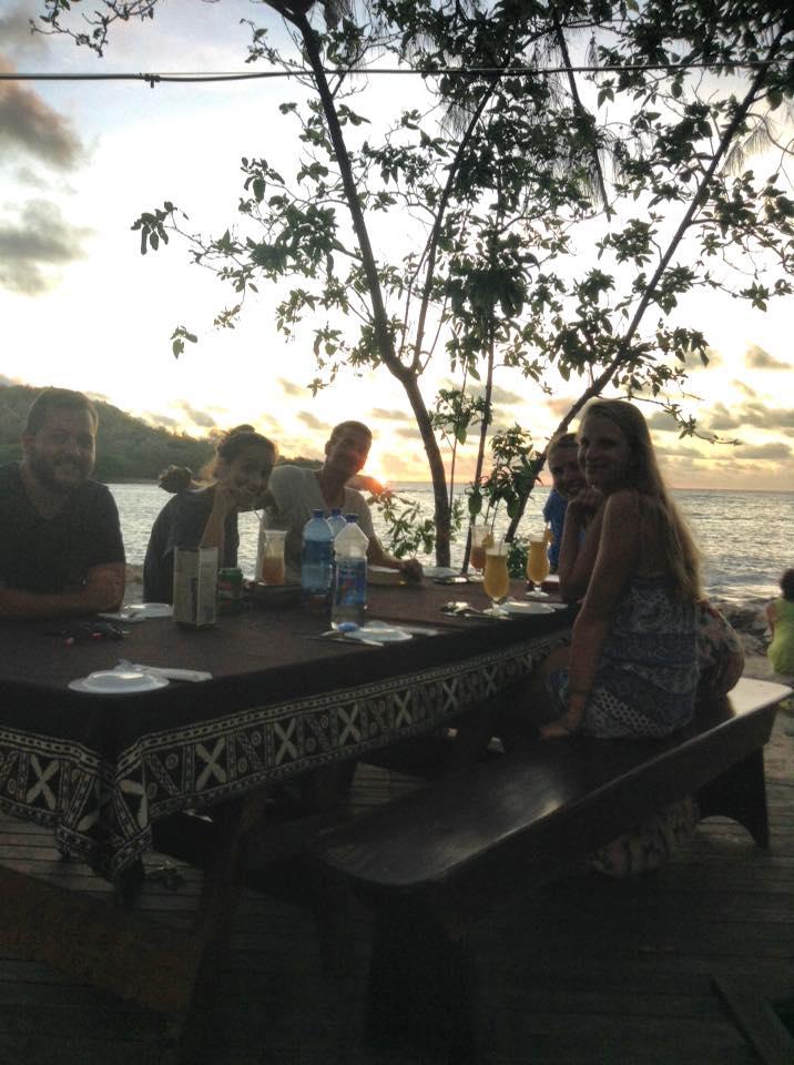 Gemeinsames Abendessen auf dem Sunset Deck