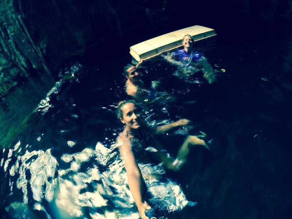 Sabrina, Yasemin und ich in der ersten Kammer der Höhle