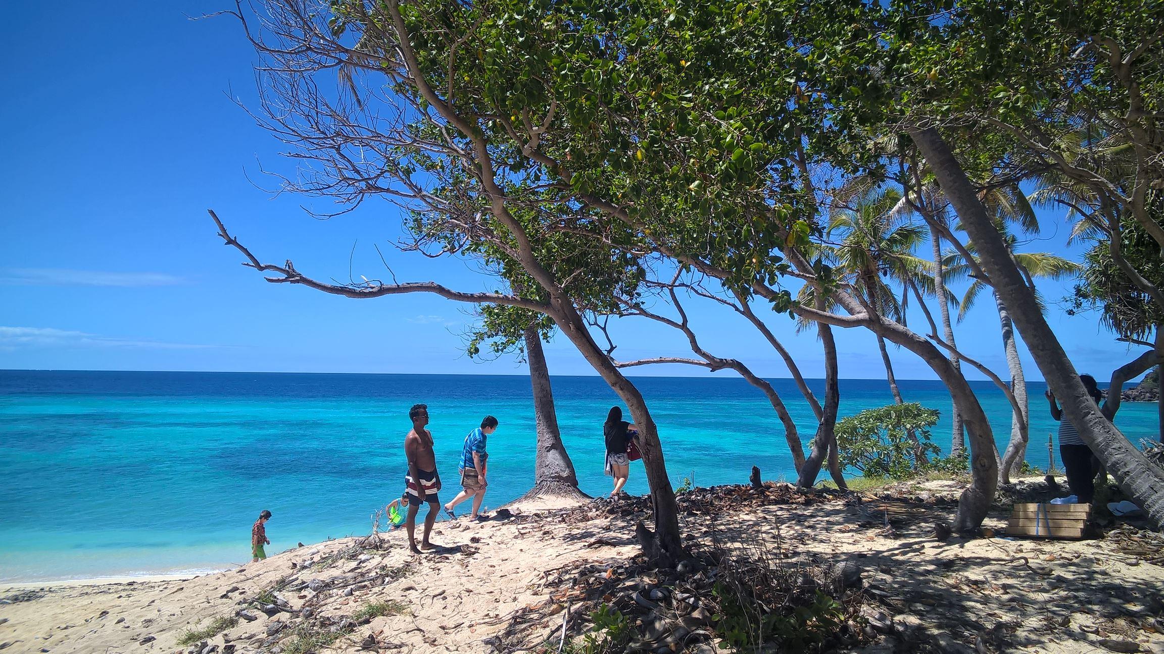 Wunderschönes Meer und die Touristen