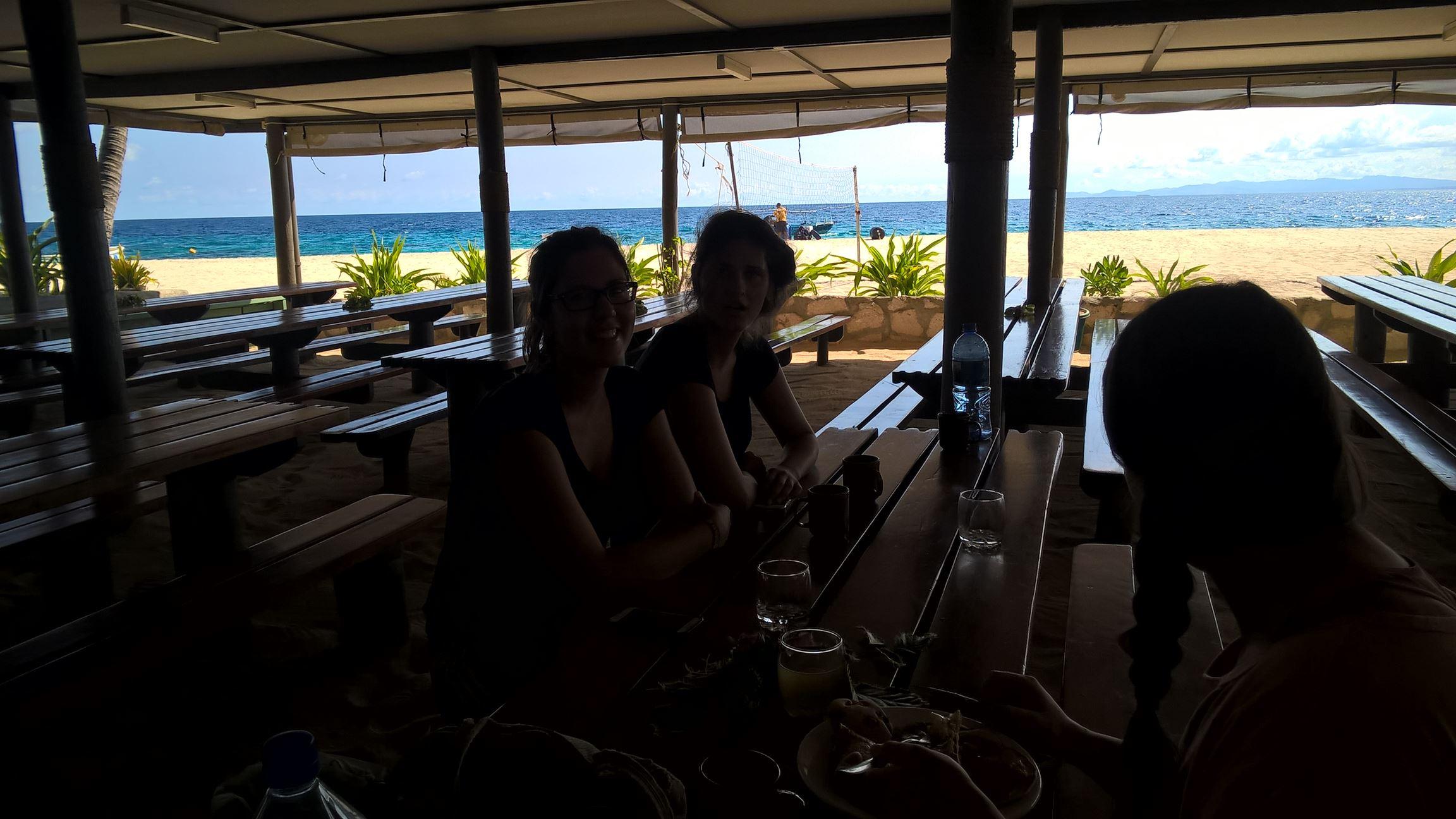 Prinzipiell recht schön: Man isst direkt am Strand